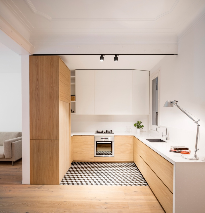 How to design a functional kitchen: EO arquitectura - Alan's Apartment Renovation