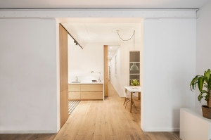 EO arquitectura - Alan's apartment renovation: view of the kitchen and dinig space