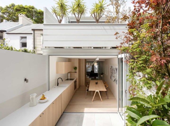 An outdoor space should be an extension of the interior: Benn and Penna - Surry Hills House
