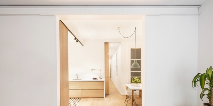 EO arquitectura transforms dark apartment into a beautiful and bright home