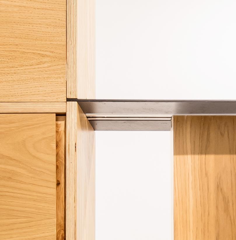 How to remodel a bathroom: EO arquitectura - Alan's apartment renovation: bathroom door detail