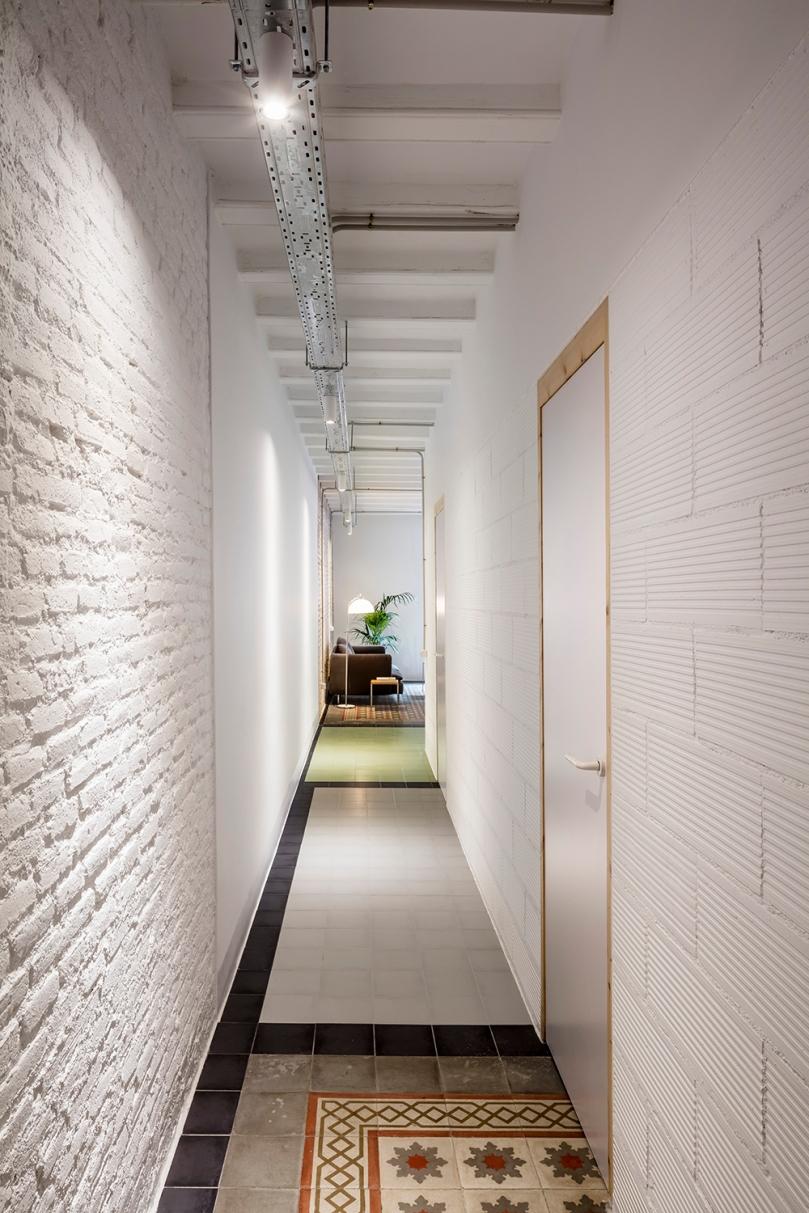 The ultimate guide to partition walls: RÄS - La Carme: corridor