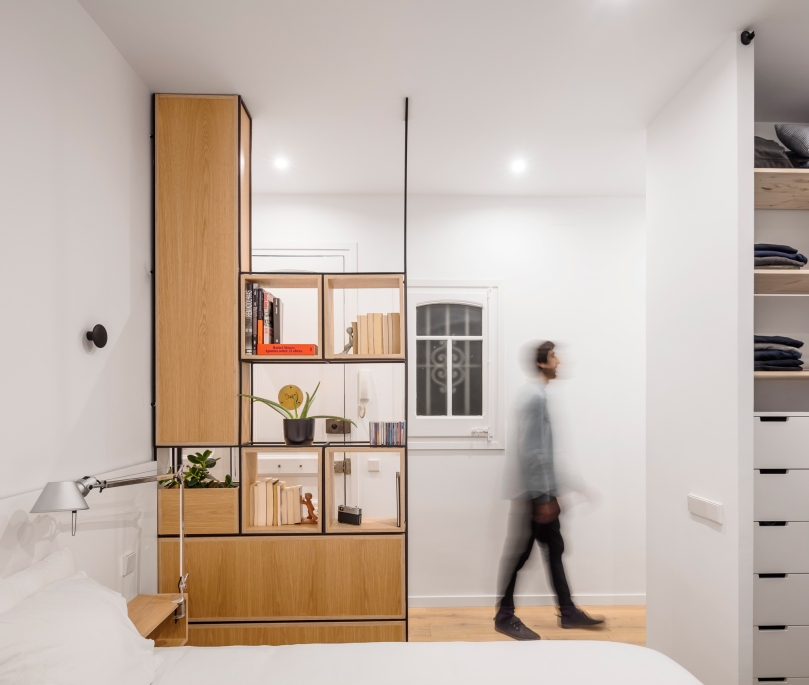 EO arquitectura - Alan's apartment renovation: ambient light in the hall