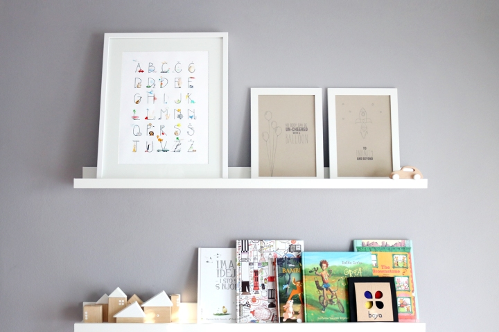 How to design kids room: baby girl's room - pictures/books ledges | upgradesign