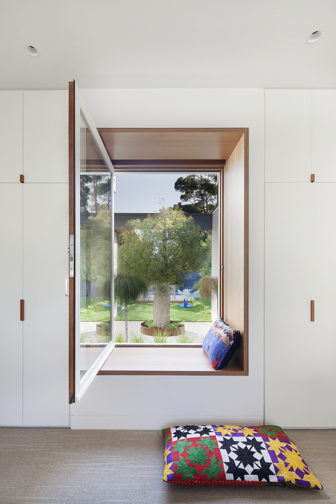 Nooks and niches: Bower architecture - Kate's house