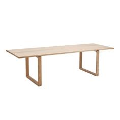 Fritz Hansen - ESSAY table // design Cecilie Manz 2009