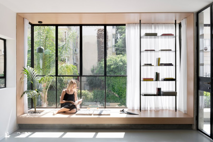 Nooks and niches: Maayan Zusman & Amir Navon + mentored design graduate Eilat Dar - Airy and Open apartment, Tel Aviv