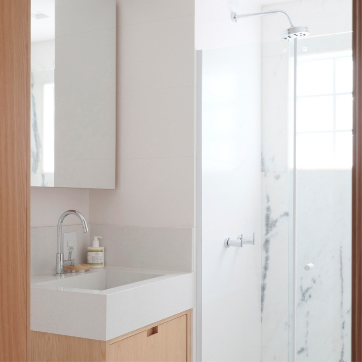 Step by step guide to a small bathroom design:CIAA - Icaraí Apartment
