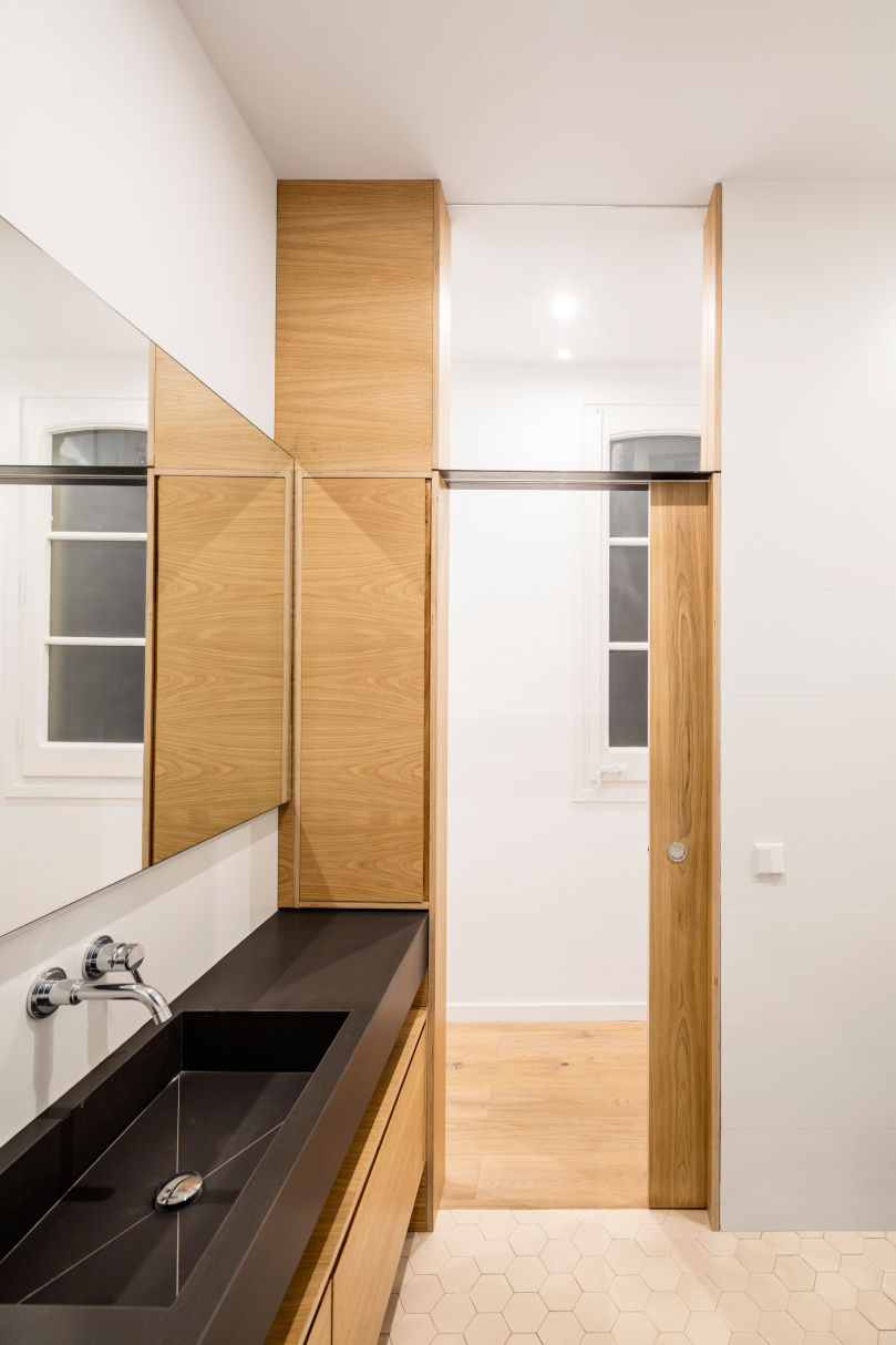 Step by step guide to a small bathroom design: EO arquitectura - Alan's apartment renovation
