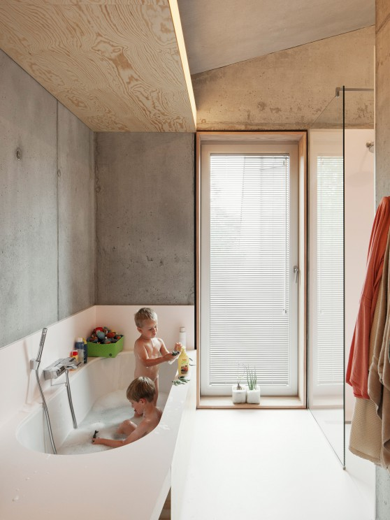Step by step guide to a small bathroom design: i.s.m.architecten - TDH