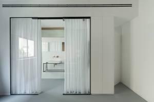 Maayan Zusman & Amir Navon + mentored design graduate Eilat Dar - Airy and Open apartment, Tel Aviv