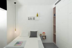 Interior lighting   sparkle lighting   bulb lighting   bedroom design   Maayan Zusman & Amir Navon + mentored design graduate Eilat Dar - Airy and Open apartment, Tel Aviv