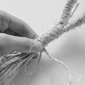 DIY Macrame plant hanger: Gathering knot 02