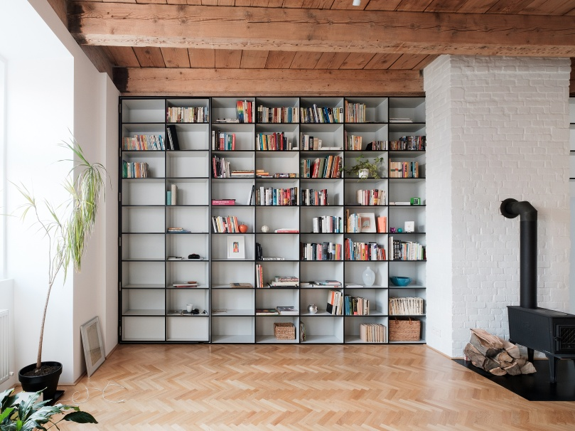 JRKVC designed clean and functional apartment using full height bookshelf as a space divider: JRKVC - TRN Apartment Refurbishment