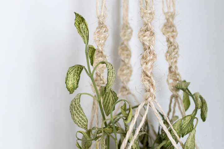 DIY Macrame plant hanger: Macrame detail