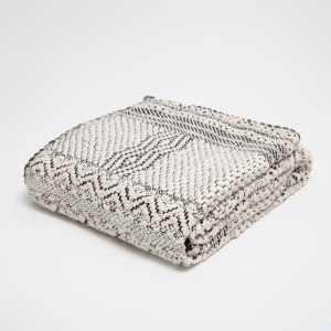 Tips and tricks for perfect bedroom: ZARA HOME GEOMETRIC JACQUARD TEXTURED BLANKET | upgradesign