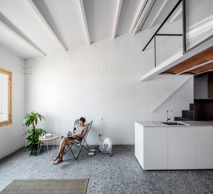 RÄS studio used rediscovered attic space for a new mezzanine floor in La Domenique apartment remodel: RÄS - La Domenique
