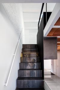 Home inspiration | black steel | minimalist stair design