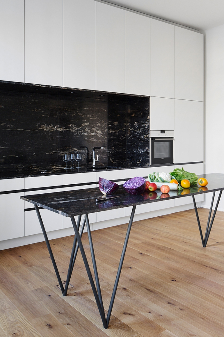 Home inspiration | black and white apartment | white kitchen with marble countertop