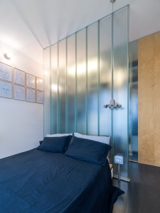BLAARCHITETTURA- Morrissey / Beppe Giardino photography / uglass translucent partition / apartment remodel / bedroom