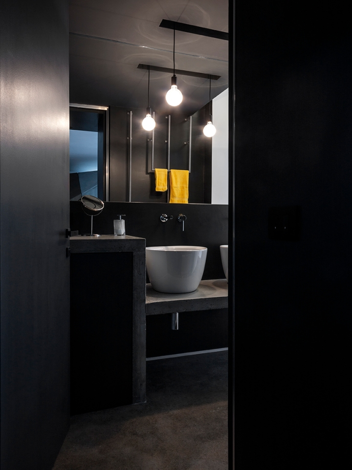 BLAARCHITETTURA - Portland / Beppe Giardino photography / concrete element / apartment remodel /bathroom