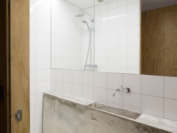 DUA - Cratlach Mews House | sink | concrete sink | bathroom | white tiles