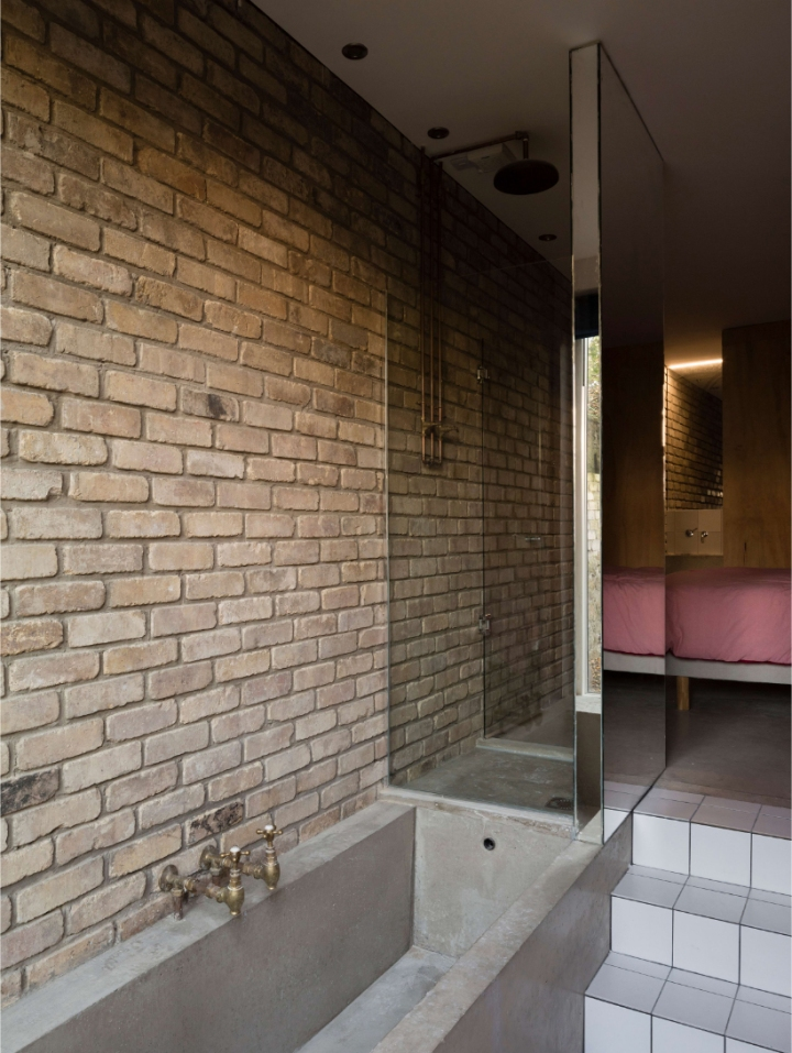DUA - Cratlach Mews House | bathtub | concrete bathtub | brick in the bathroom