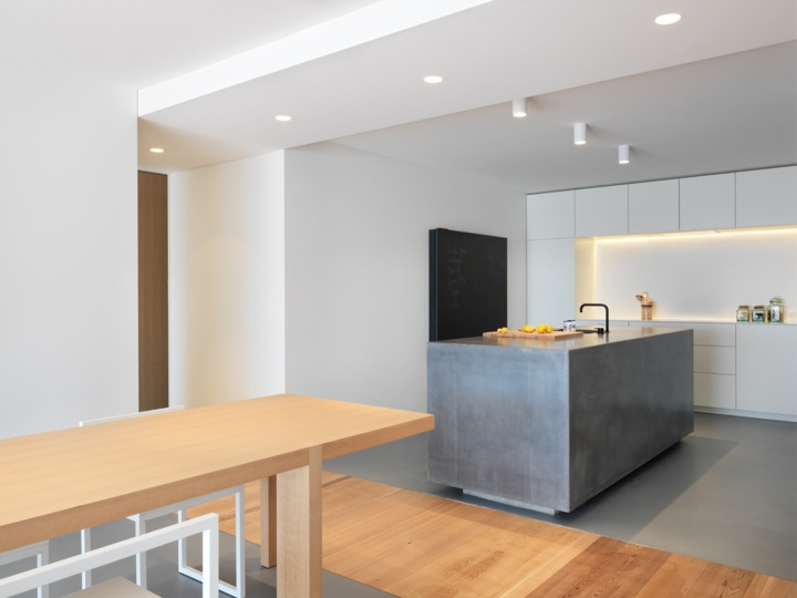 Interior lighting | ambient light | ceiling lighting | kitchen | kitchen island | Ralph Germann – Apartment SMT