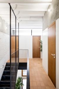 Räs studio - apartment renovation la Diana - stair design - stairs - hall
