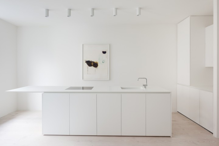 kitchen island | white kitchen | minimalistic kitchen | HASA Architects - Bankside apartment