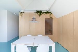 Bureau Fraai – Amsterdam urban loft | plywood | birch plywood | plywood in interior | dining space