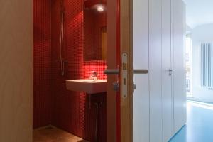 Bureau Fraai – Amsterdam urban loft | plywood | birch plywood | plywood in interior | bathroom | hidden bathroom