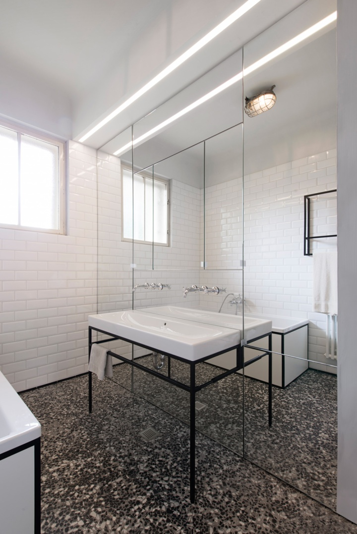 IFUB - Apartment S | new bathroom | terrazzo floor | black and white bathroom | mirror wall