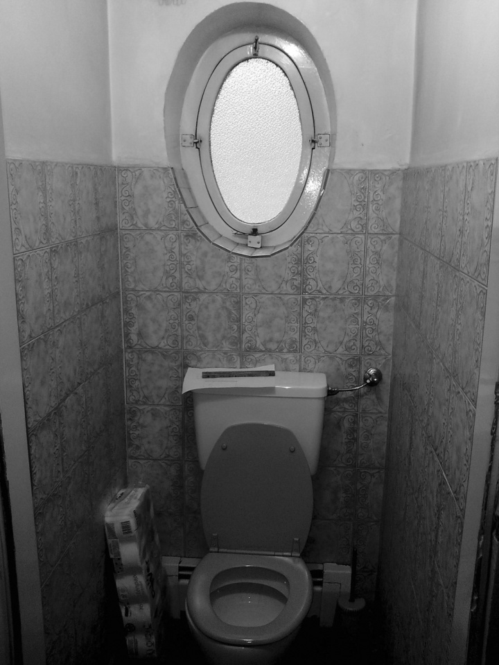 IFUB - Apartment S | old toilet
