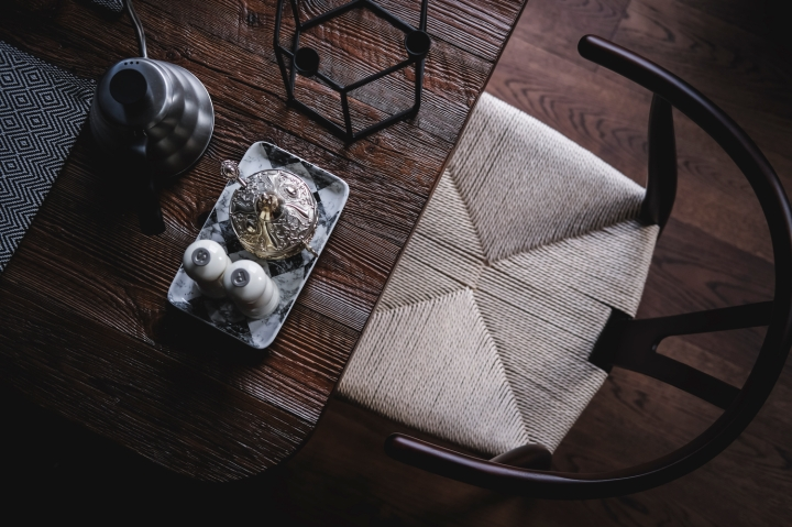 kuzivancija | dining space | dining table | rustic wood | wishbone chair
