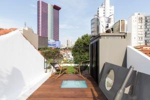 Estúdio BRA - Prajá House   narrow plot [ remodel   home remodel   contemporary   rooftop garden   modern   clean   green