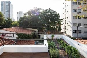 Estúdio BRA - Prajá House | narrow plot [ remodel | home remodel | contemporary | rooftop garden | modern | clean | green