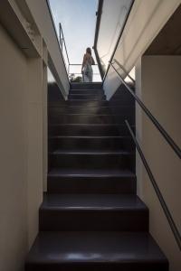 Estúdio BRA - Prajá House | narrow plot [ remodel | home remodel | contemporary | stairs | modern | clean | green