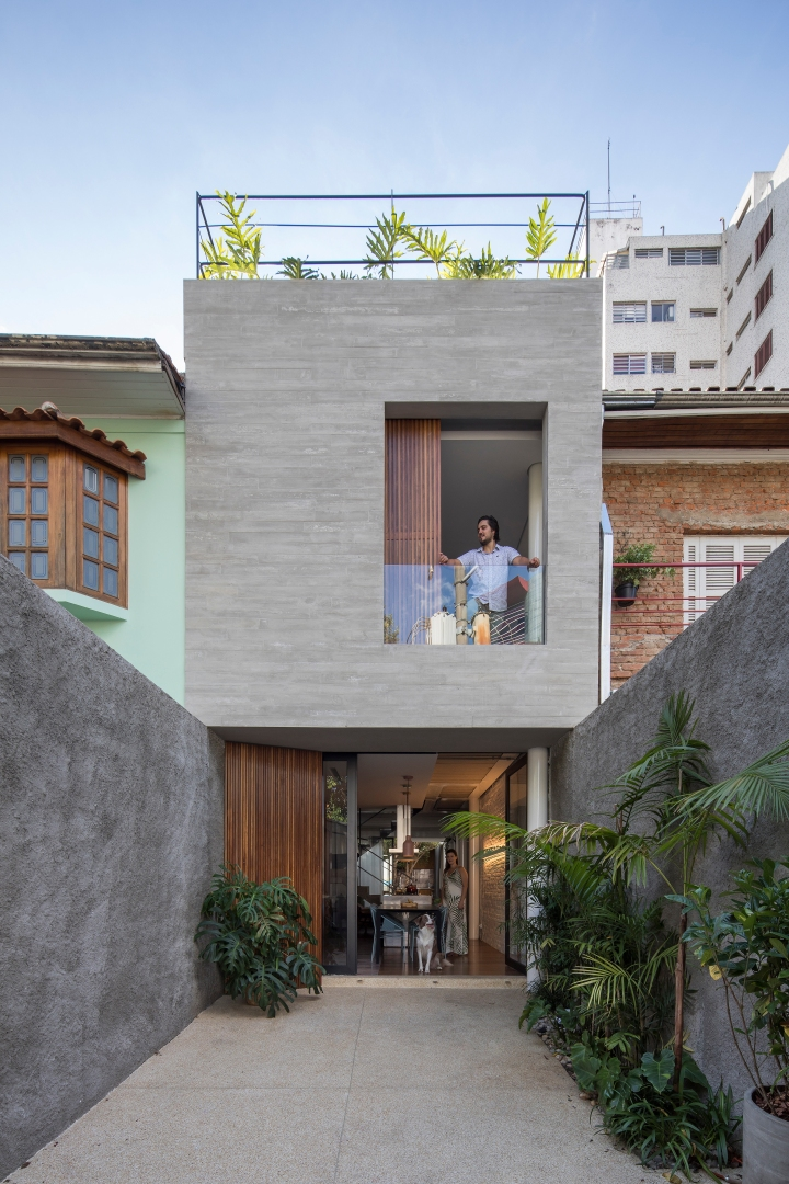Estúdio BRA - Prajá House | narrow plot [ remodel | home remodel | contemporary | rooftop garden | modern | clean | green