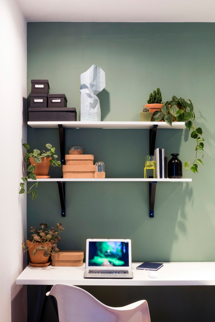 workspace styling | open shelves styling | workspace decoration | decorating | ikea | plants
