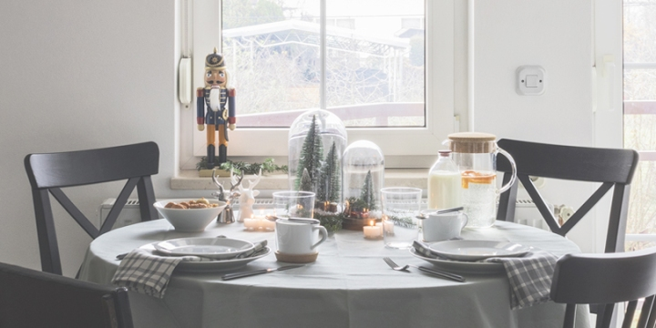 Christmas table styling – breakfast for two and family dinner